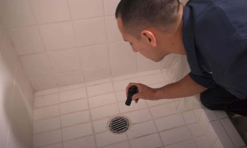 ammóniaszag a fürdőszobában